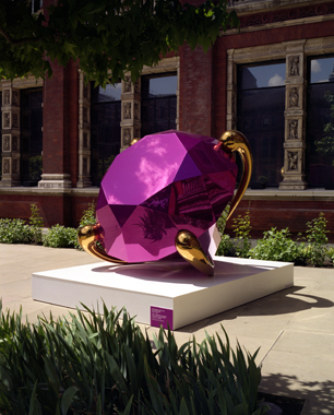 Jeff Koons. Diamond (Magenta), Victoria & Albert Museum, London, 2006.