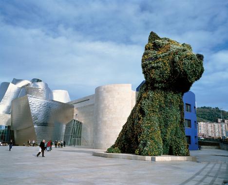 Jeff Koons. Puppy, Guggenheim Museum Bilbao, Spain, 1997.